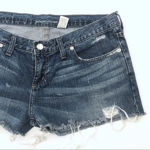 MARC JACOBS DISTRESSED JEAN SHORTS [P2-MARBLU4-32]
